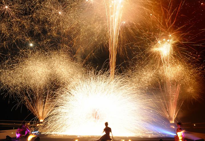 Spectacle feux et lumières, Cie Manda lights © Serge Decoster