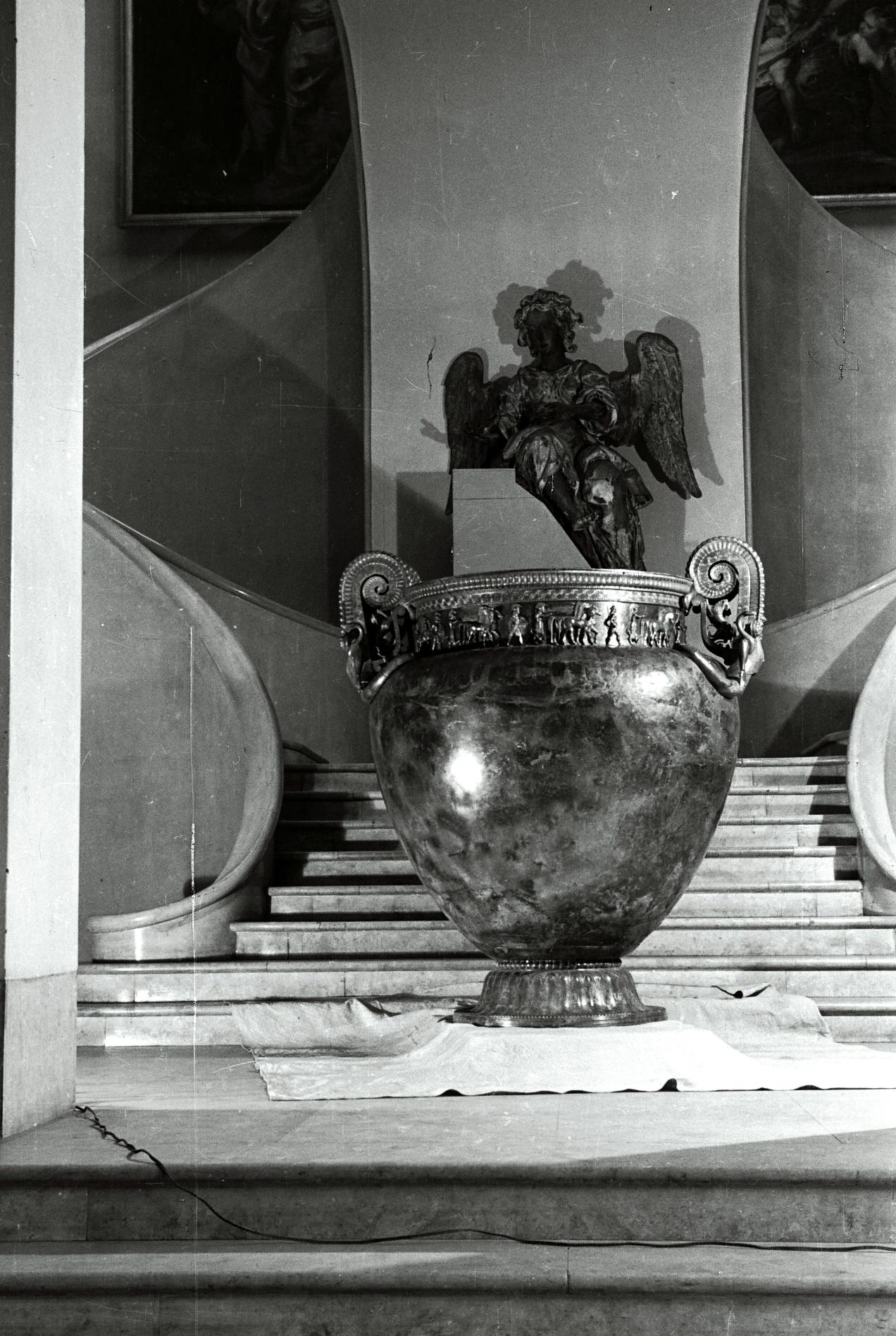 Le vase de Vix restauré, musée des Beaux-Arts de Nancy, 1956 © L.A.M